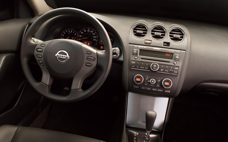2007 nissan altima hybrid first look motor trend for Nissan altima interior dimensions