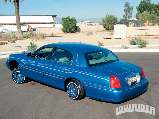 2000 lincoln town car mario muro lowrider magazine. Black Bedroom Furniture Sets. Home Design Ideas